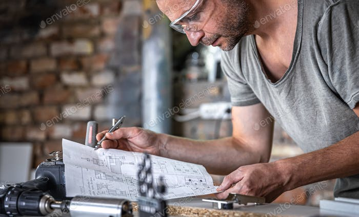 Carpenter's workflow, carpenter looks at the drawings.