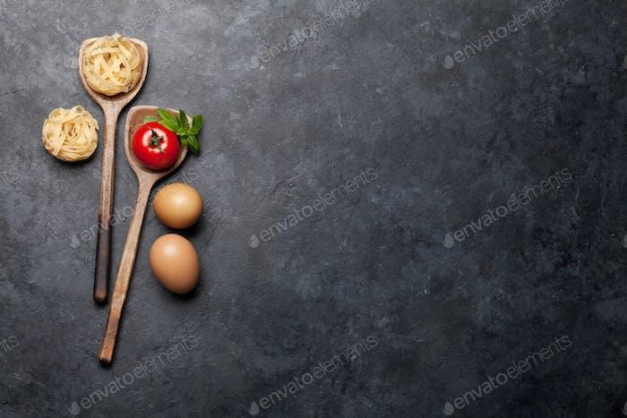 Pasta in Löffeln