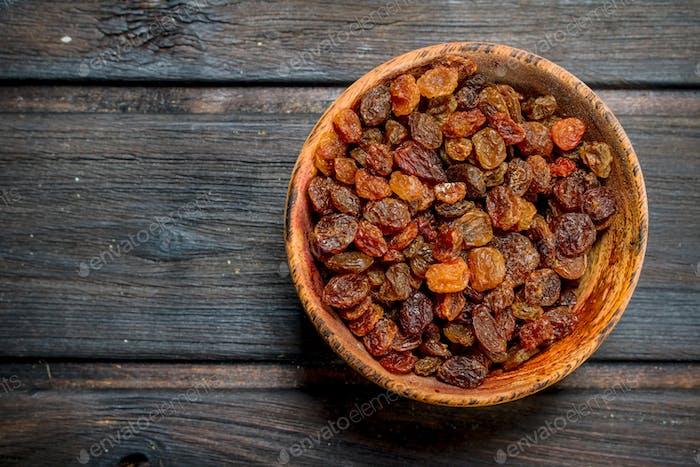 Raisins in bowl.