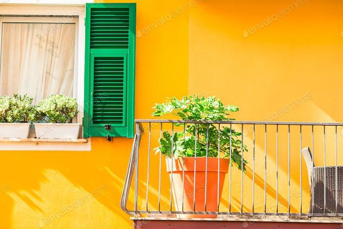 Typische Häuser in Kleinstadt in Ligurien