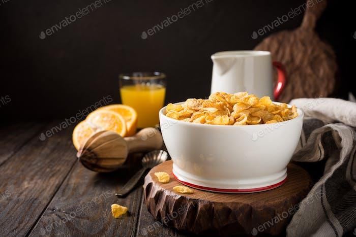 Gesundes Frühstück mit Cornflakes