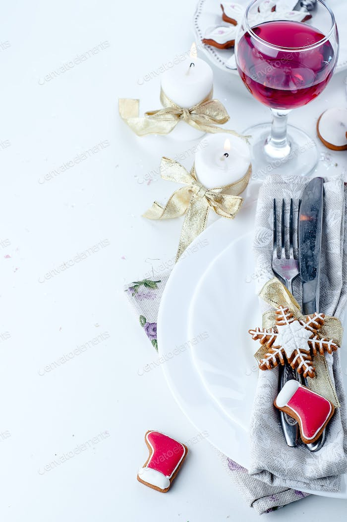 Christmas dinner decoration with gingerbread cookies