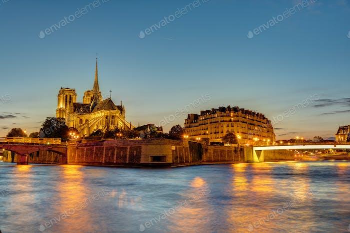 The Ile de la Cite in Paris at dawn