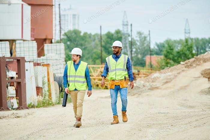 Bauarbeiter Überquerung