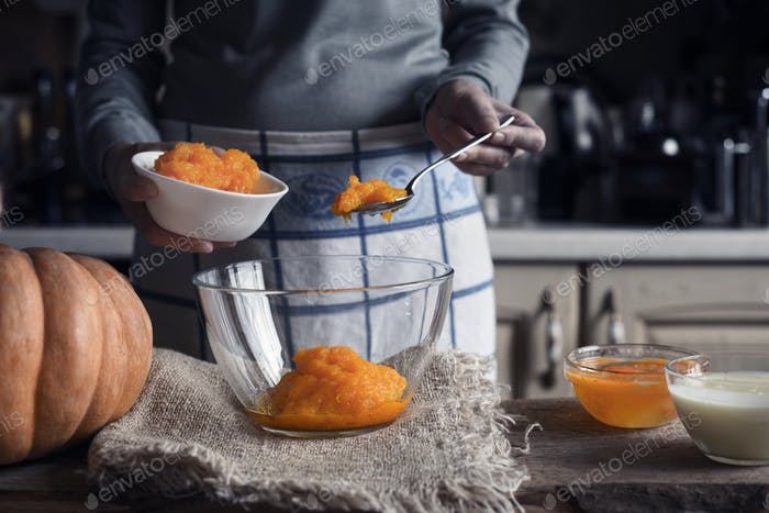 Putting pumpkin puree in the glass bowl