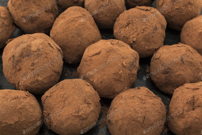 Delicious Chocolate Truffles with Rum and Raisins