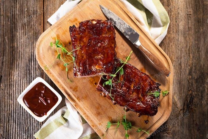 Geräuchertes Barbecue Schweinefleisch Ersatzrippen