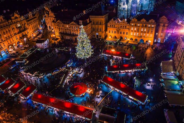 PRAG, Tschechische Republik - 22. DEZEMBER 2015: Altstädter Ring in Prag, Tschechische Republik
