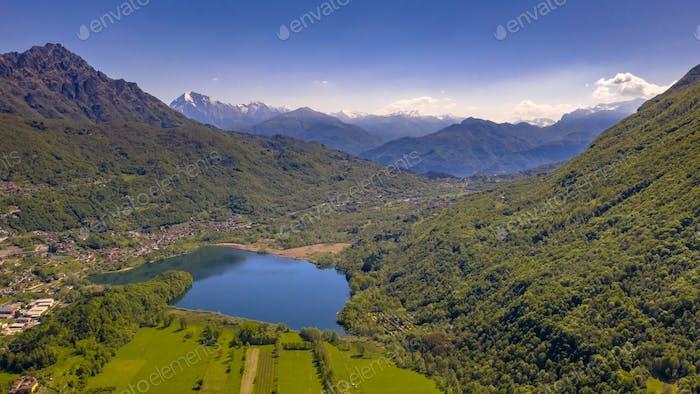 Luftaufnahme des Lago di Piano Sees