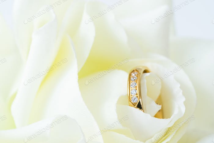 Close up Wedding ring on white_-4