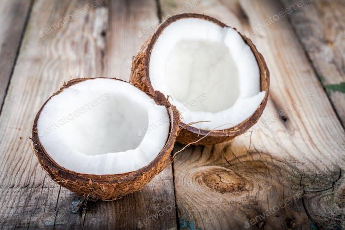 Frische Bio-Kokosnuss