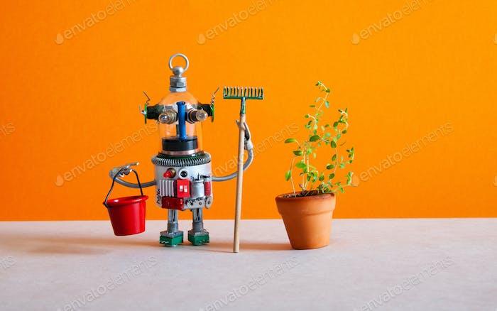 Der Roboter Gärtner Housekeeping Assistent hält einen Eimer und einen Rechen