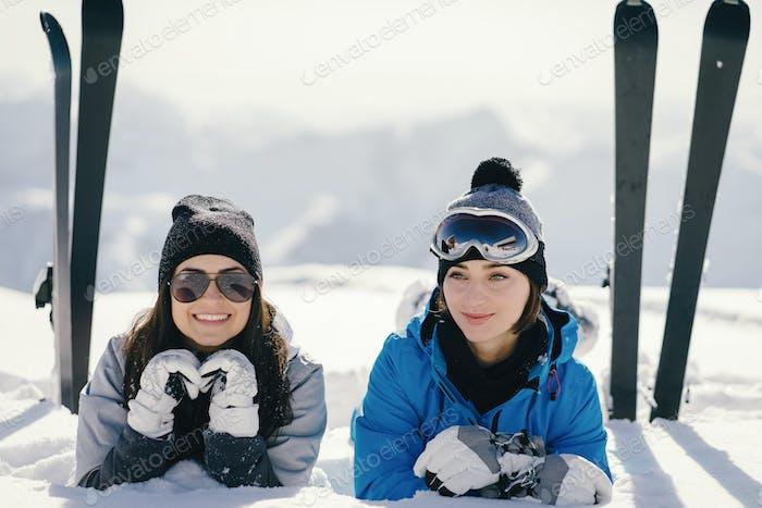 niñas con esquí