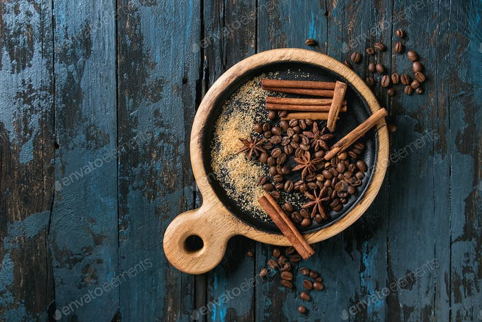 Kaffeebohnen und Gewürze
