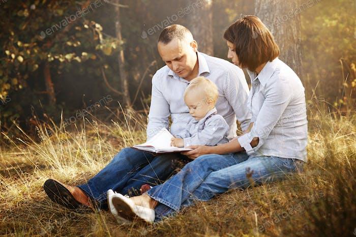 Glückliche Familie Lesbuch