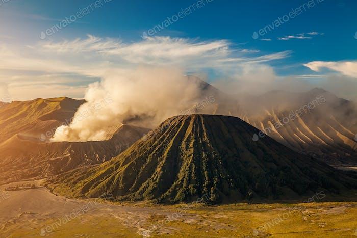 Mount Bromo Vulkan Gunung Bromo während Sonnenaufgang Bromo Indonesien.