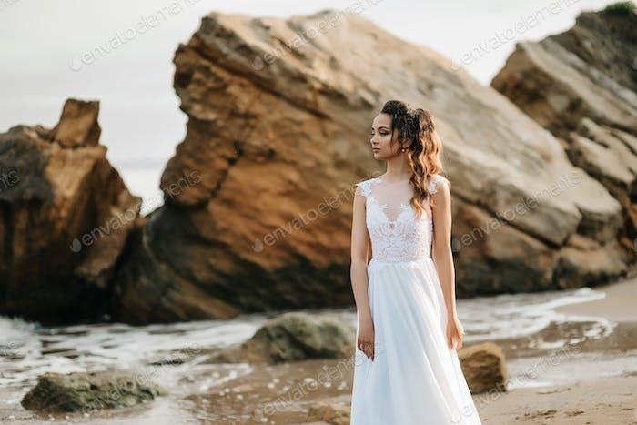 Braut am Ufer des schwarzen Meeres