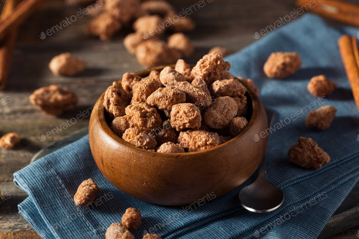 Homemade Sweet Cinnamon Coated Almonds
