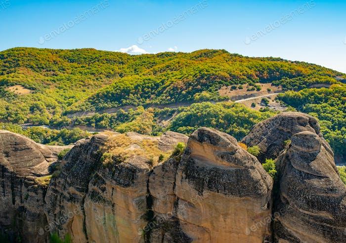 Landschaft der Korfu-Berge mit Grün