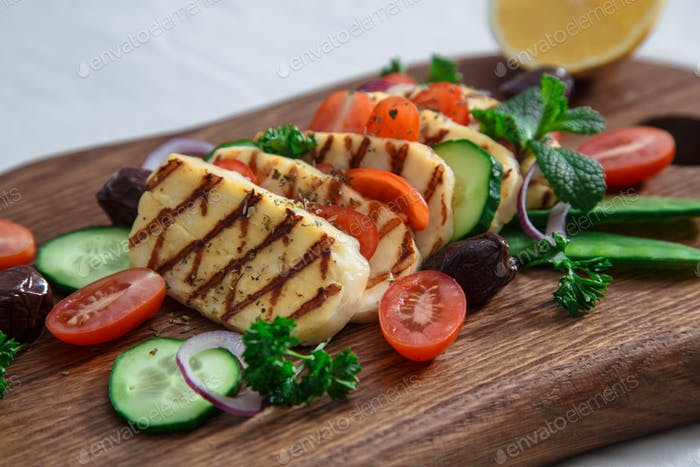 Close view of grilled hallumi cheese
