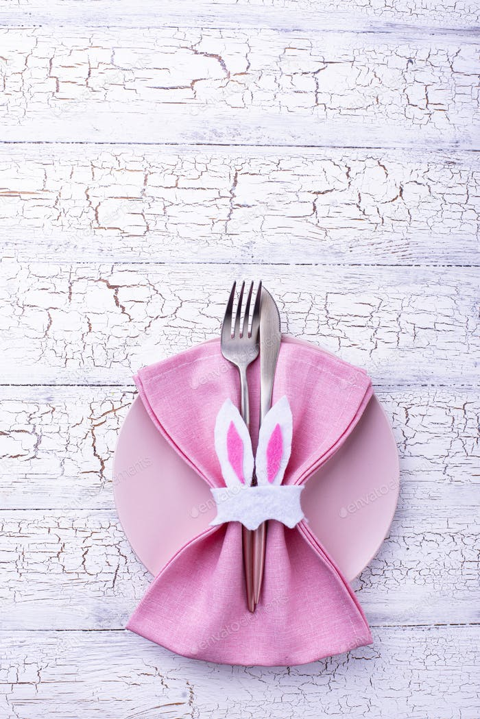 Easter table setting in pink color