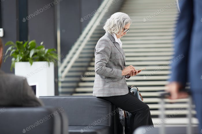 Asian businesswoman waiting for check-in time