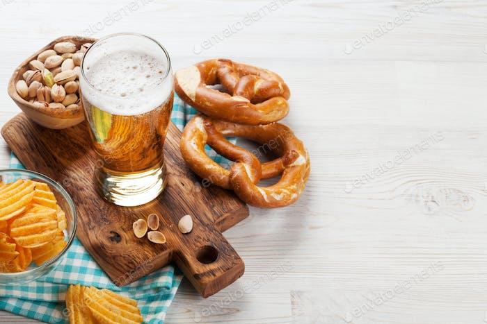 Lagerbier und Snacks
