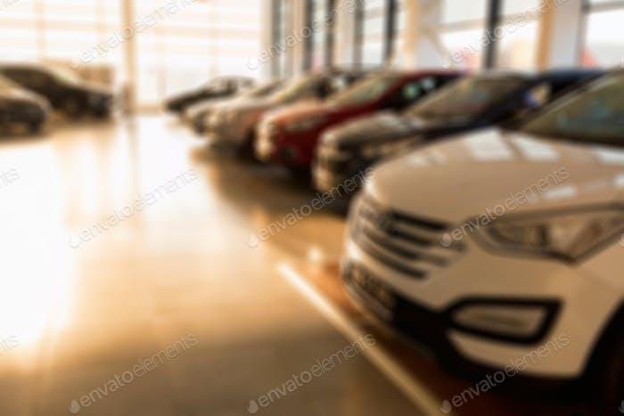 Neue Autos im Sunlit Dealer Showroom Nahaufnahme