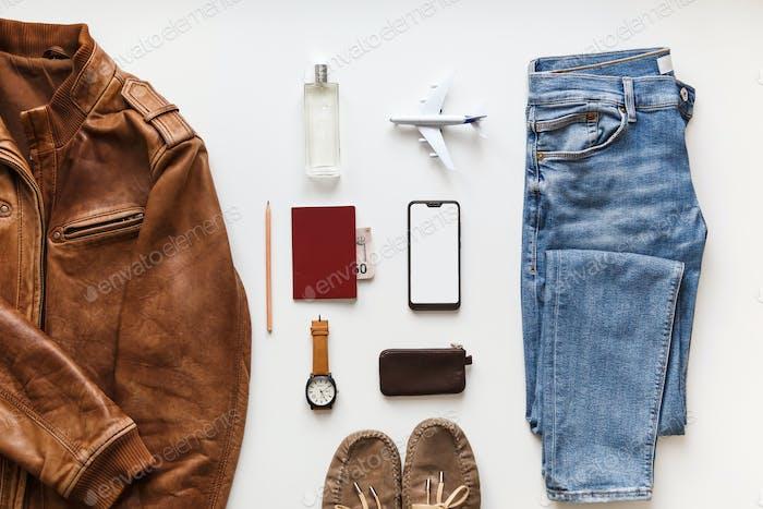 Lässige männliche flache lag hipster sommermode set von accessoires und kleidung auf weiß