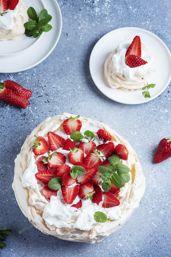 Cake Pavlova with meringue, strawberry and cream