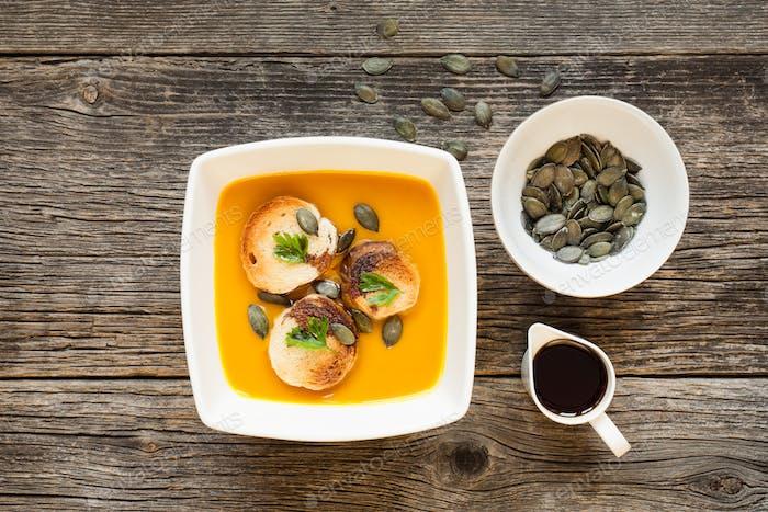 Tasty pumpkin cream soup