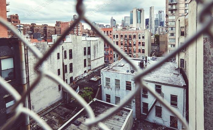 Downtown New York durch den Kettenglied Zaun gesehen.