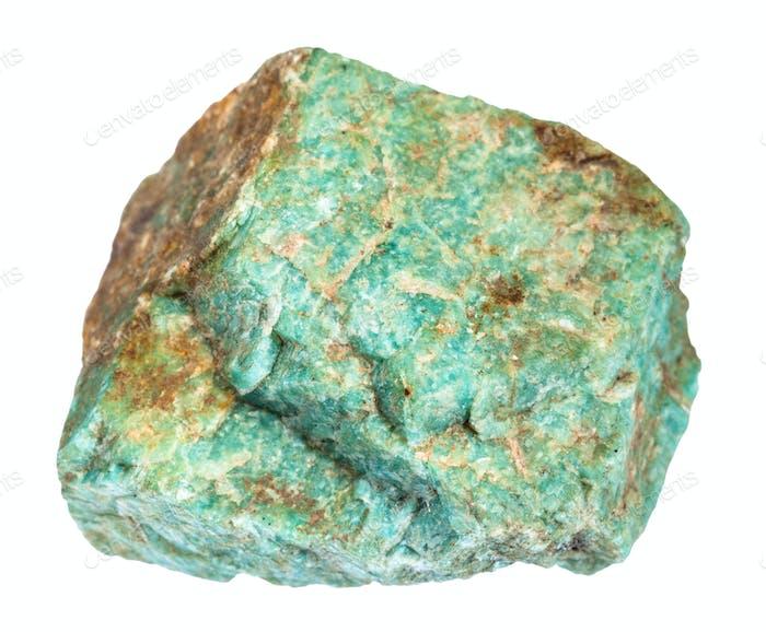 roher Amazonit Stein isoliert auf weiß