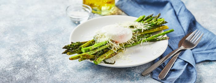Green asparagus with poached egg and parmesan