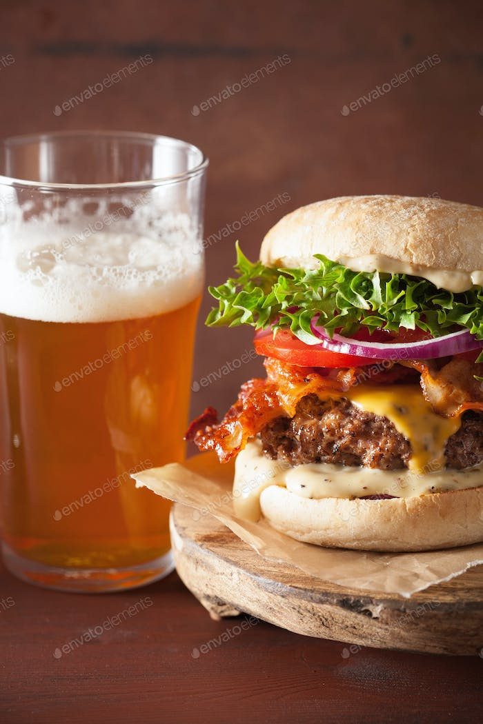 bacon cheese burger with beef patty, tomato and onion beer