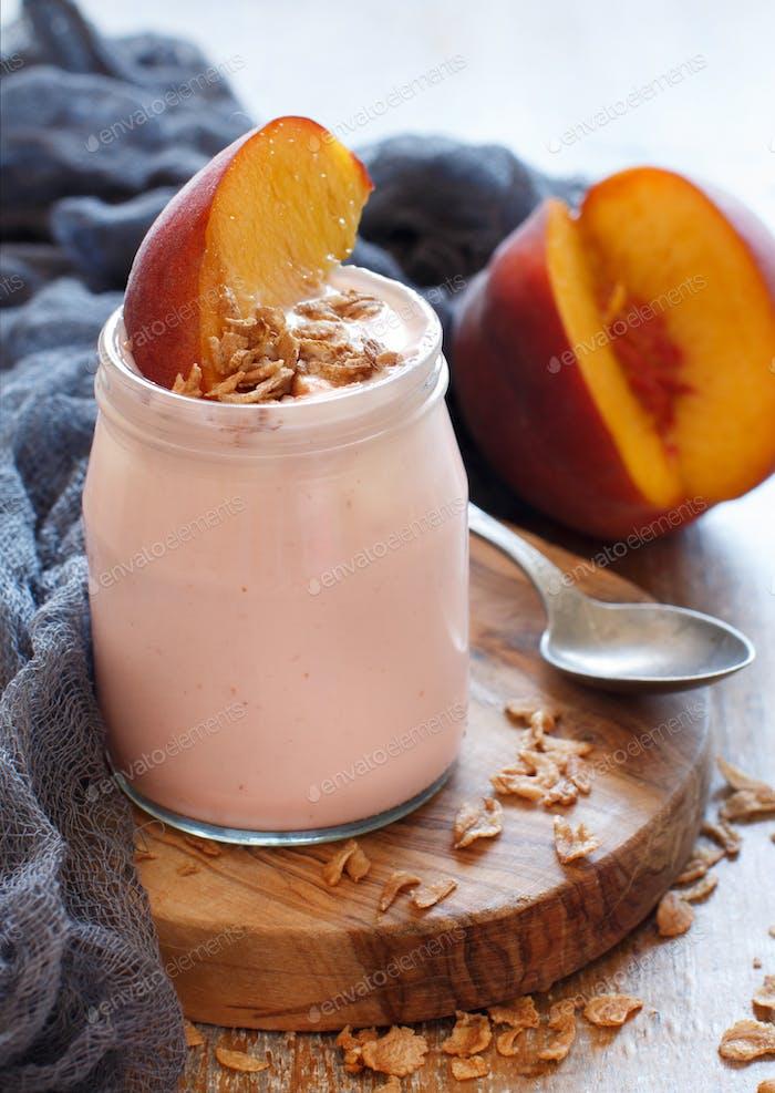 Frischer Pfirsich und Joghurt