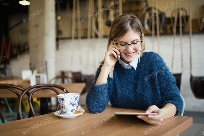 Portrait of busy businesswoman in coffee shop