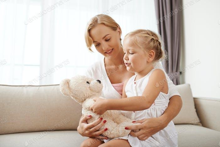 Spielen mit Tochter