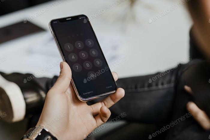 Código de acceso en la pantalla del teléfono
