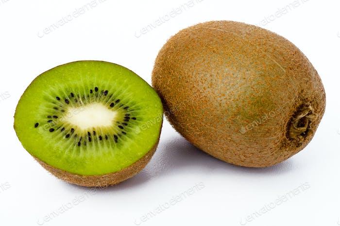 Frischer Kiwi isoliert