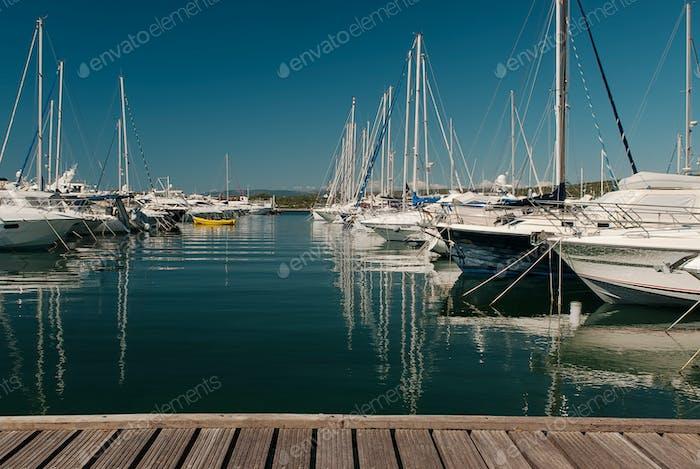 Yachten auf dem Dock