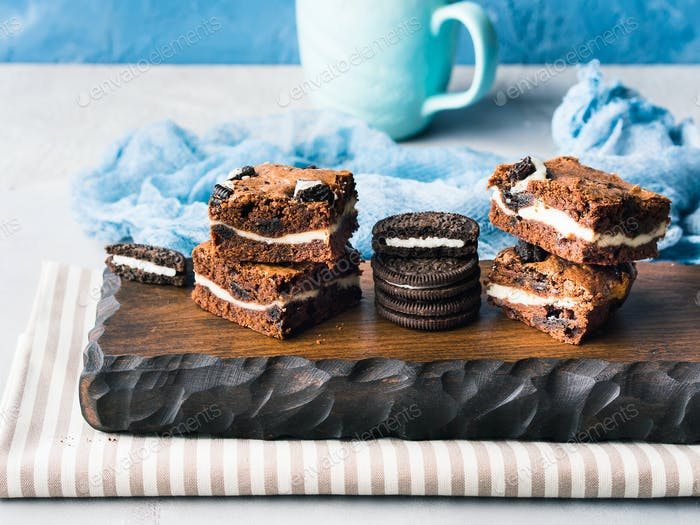 Cream cheese brownies with cookies