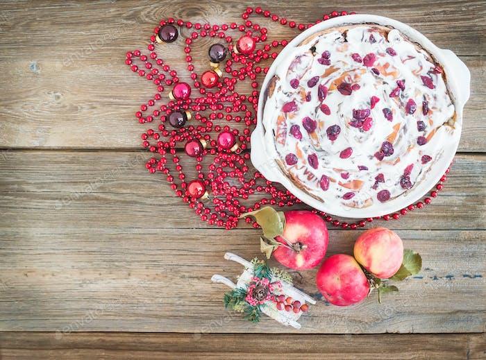 Apfel, Cranberry und Zimt Rollkuchen mit cremiger Glasur und Ch