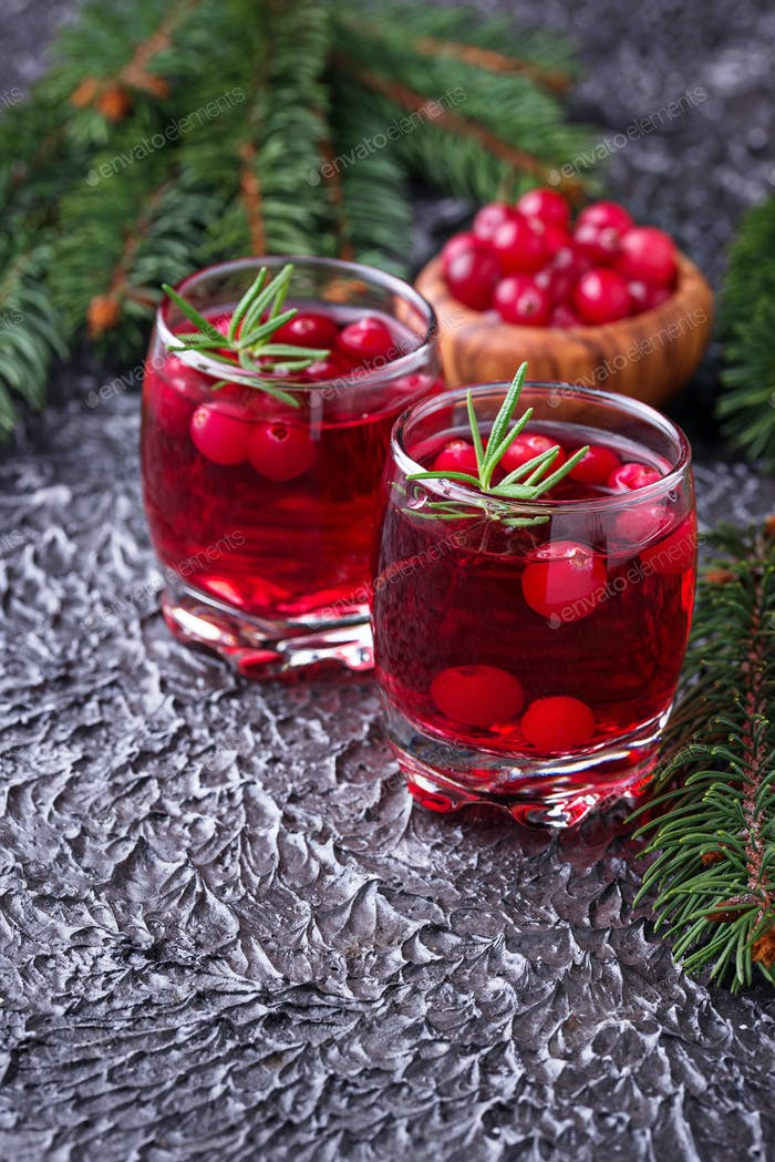 Cranberry drink and fresh berries.