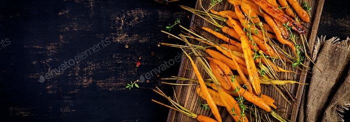 Baked organic carrots with thyme, honey and lemon. Organic vegan