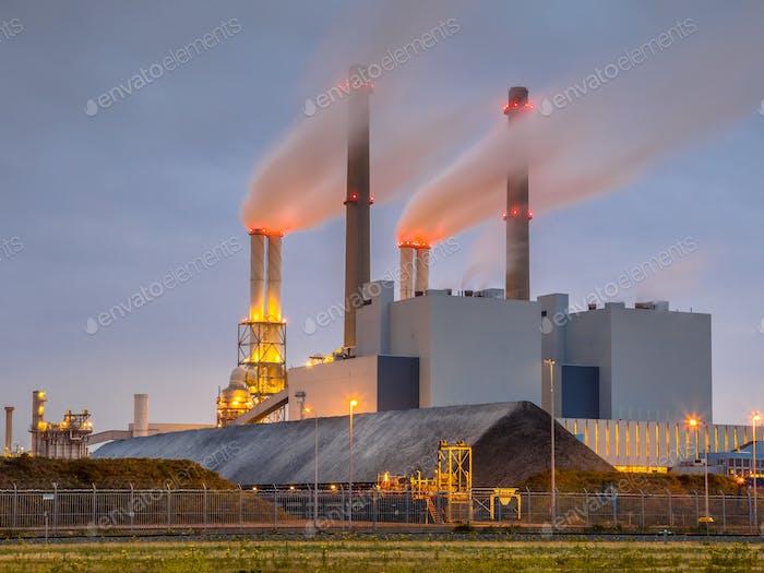 Working Coal powered power plant Rotterdam