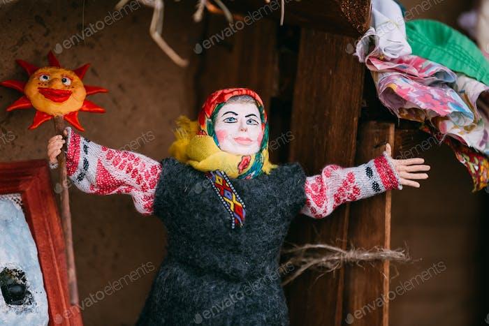 Belarussische Volkspuppe. National Folk Puppen sind beliebte Souvenirs