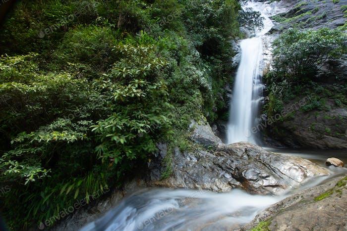 Thailändischer Wasserfall