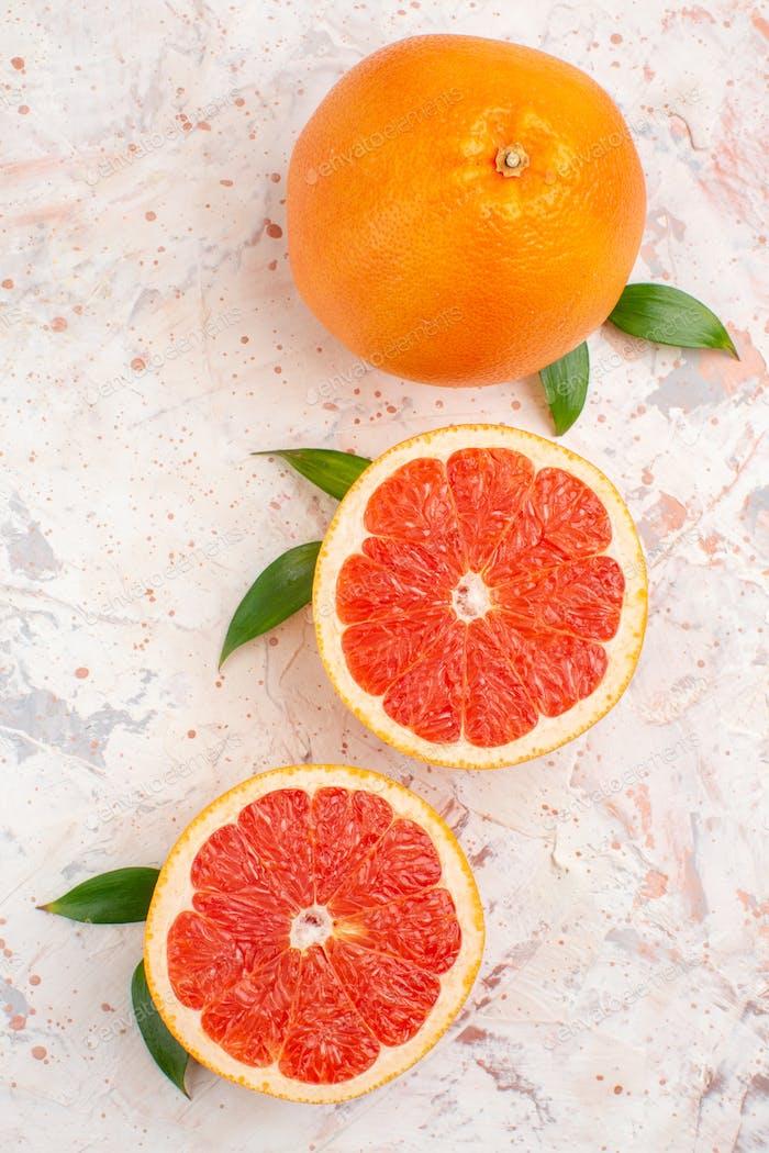 Draufsicht geschnittene Grapefruits frische Grapefruit auf nacktem Hintergrund