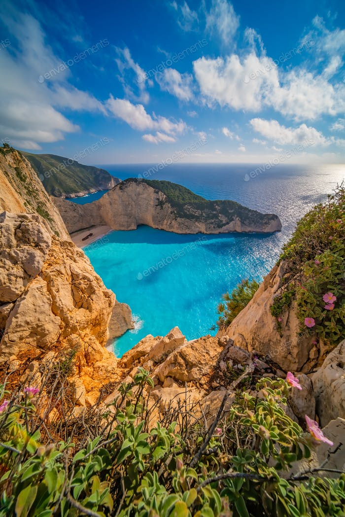 Stunning cliffs in Shipwreck Cove